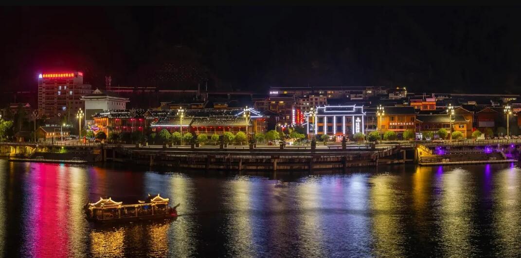 多彩贵州,清水江岸。品彦作品:坤福海文旅酒店隆重开业!